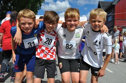 GODE VENNER: Markus Hagen Hvinden, Eirik Brænden Stenseth, Magnus Rustaden og Sigurd Helmenbakken var alle fire med i Barnas sentrumsløp.