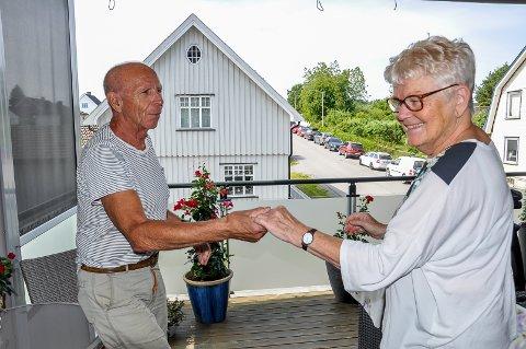 DANSEPARTNERE: Grete Gundersen og mannen Egil er glade i å danse, og anbefaler yndlingshobbyen på det varmeste.