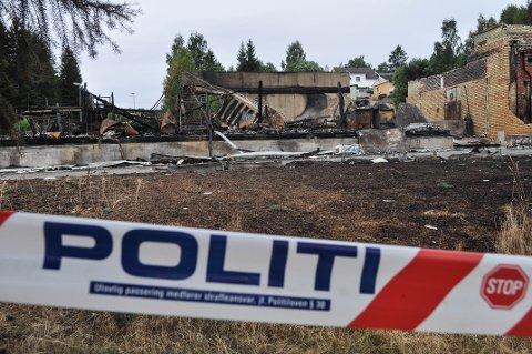 SPERRET AV: Mandag var tomta ved gamle Lunby skole omringet av politisperringer.
