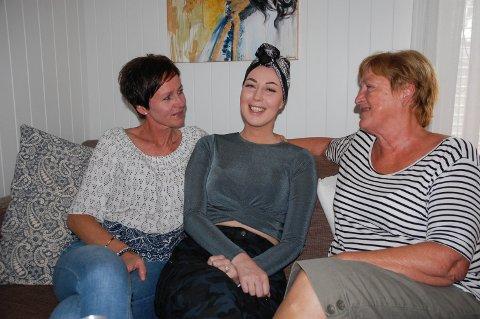 STØTTESPILLERE: Ida Eikevik Mortensen hadde uhelbredelig livmorhalskreft. Her er hun sammen med mamma Torill og bestemor Anne Sofie.