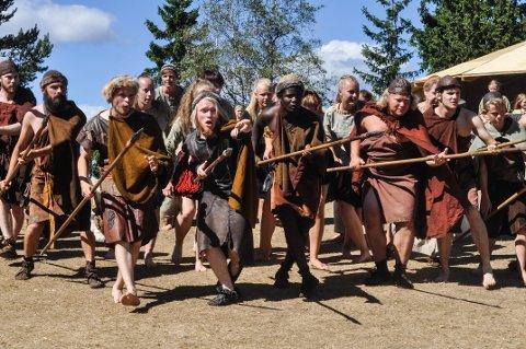 ØVING: Skuespillerne i Bronsebukkene øver hver eneste dag fram til premiere 15. august.