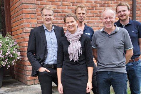 GÅR SEG TIL: Nå har det gått snart tre år siden fusjonen, og ting er i ferd med å gå seg til. Fra venstre: Tore Morten Wetterhus, Heidi Sørbråten, Øivind Grøv, Lars Dehlimarken og Håkon Sæthre.