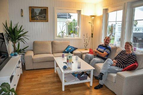 STUA: Robert og Hilde har ikke angret et sekund på at de flyttet fra Oslo og bygde på Hadeland.
