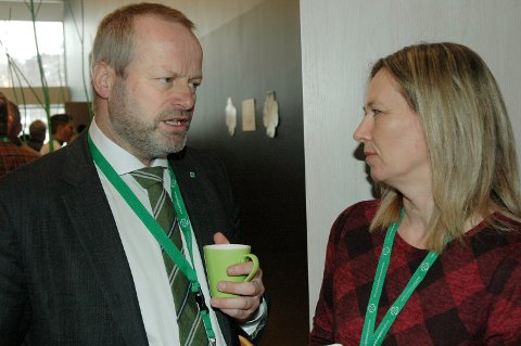EN ANNEN KAMP: Stortingsrepresentant Ivar Odnes sammen med Tynset-ordfører Merethe Myhre Moen.