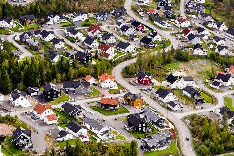STIGER STADIG: Boligprisene på Harestua øker og øker. Ikke minst på Haneknemoen, der et hus nylig ble solgt for 8,75 millioner.  Bildet er tatt 15. september 2018.