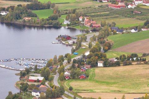 Røykenvik: – Jeg har mer enn nok av fasiliteter for å kunne trives i Røykenvik, skriver Knut Raddum som bor på stedet.