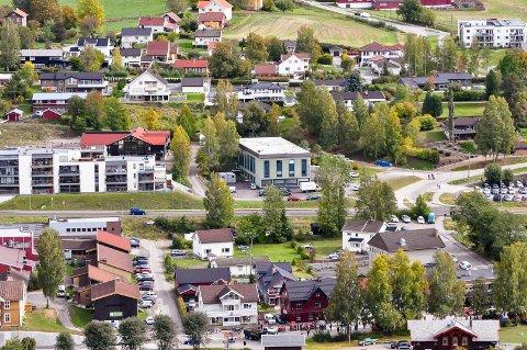 LEDIG REKTORSTILLING: Hadeland kulturskole har egen lokaler på Granvang, som ligge midt i bildet.