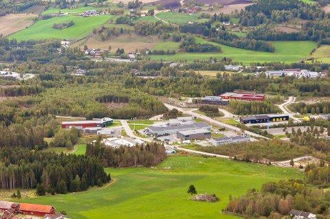 Mohagen: Den nye driftsstasjonen er planlagt bygget på kommunens tomt i Rognebakken. Den skimtes i høyre bildekant.