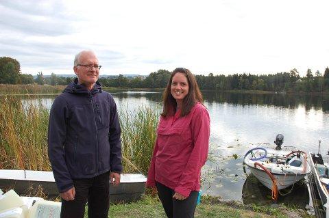 VELLYKKET BEHANDLING: Ola Hegge og Ine Norum hos Fylkesmannen i Oppland under behandlingen. I en foreløpig rapport derfra anses behandlingen som vellykket.