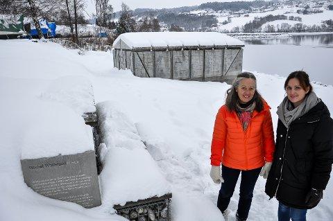 TURISTMÅL: Kari Møyner og Kine Vik-Erstad i Gran kommune er stolte over at The Gran Boathouse får så stor internasjonal oppmerksomhet.