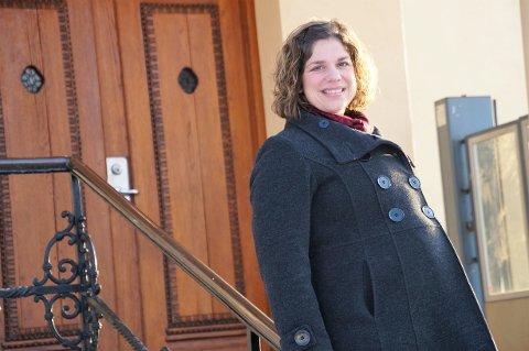 STOLT: Hilde Nilsen Sæthre er stolt og ydmyk over å få ta over som rektor ved Lunner barneskole.