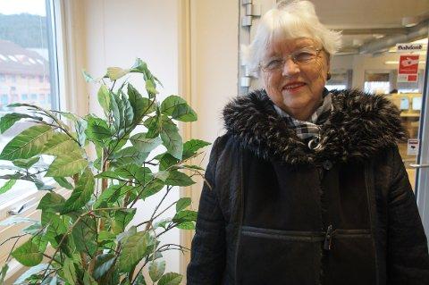 TROFAST SANITETSKVINNE: Tove Ranheim ønsker alle velkommen til å kjøpe mange basarlodder til inntekt for Gran sanitetsforening.