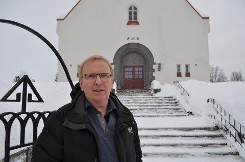 GANSKE PUSSIG: – Det er ganske pussig at kommunen betaler for den ene typen begravelser og ikke den andre, sier kirkeverge Gunnstein Endal i Vestre Toten.