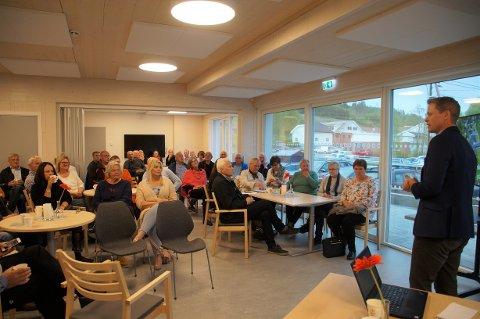 STOR INTERESSE: Over 60 personer møtte fram da kommunen orienterte om etterbruk av LOS. Ordfører Harald Tyrdal innledet møtet.
