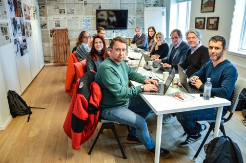 TOLGA-TEAMET: Fra venstre Jan Morten Frengstad (redaktør Østlendingen), Katinka Sletten (journalist Nettavisen), Tonje Løkken og Eirik Røe (journalister Arbeidets Rett), Magne Storedal (sjefredaktør Romerikes Blad), Kristina Fritsvold Nilsen (regiondirektør Amedia Romerike/Innlandet) Guri Jortveit (redaktør Arbeidets Rett), Rune Hagen  (journalist Østlendingen), Erik Stephansen og Farid Ighoubah (redaktør og journalist Nettavisen).