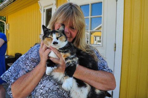 HJELP PUS: Rita Halvorsen er leder for Hjelp Pus Hadeland. Hun er svært takknemlig for gavene de får gjennom Grasrotandelen.