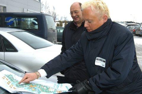 ENTUSIASTISK: Advokat Håkon Ø Schiong blir barnslig entusiastisk når han presenterer planene rundt Hadelandsparken. Bildet er fra presentasjonen i februar 2006.
