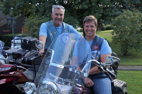 ENTUSIASTER: Tor Arnt Roko fra Hamar og Elin Lien fra Gran er motorsykkelentusiaster og medlemmer i Blue Knights MC, en MC-klubb for politi.