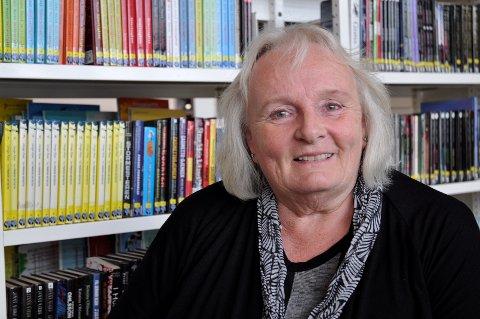 Mange bibliotekbrukere har møtt Wenche Høy. Nå går bibliotekaren over i pensjonistenes rekker.
