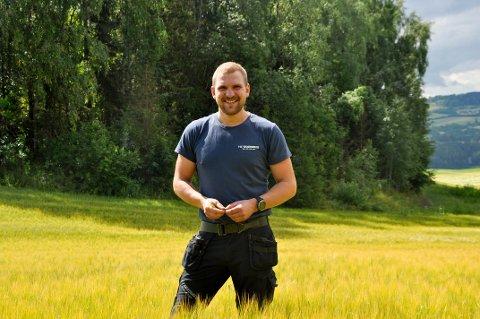 UNG BONDE: Thormod Smedsrud (27) fra Gran slår et slag for det norske landbruket.