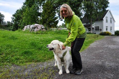 KORONA: Lunner katte- og hundepensjonat mistet alle kundene sine ved korona-utbruddet. Nå har det snudd, og Anne Kathrine håper det fortsetter sånn til høsten.