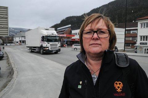 IKKE GREIT: Inger Torun Klosbøle, leder for familiens hus i Nord-Aurdal, sier at kommunen vurderer å forfølge saken der ansatte i barnevernet filmes og navngir når de er med på en omsorgsovertakelse. ARKIVBILDE