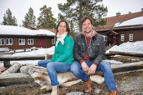 ÅSTJERN: Monica Celius og Eystein Hagen driver Åstjern hyttetun. Eystein leder et nytt prosjekt for stedet og har nå fått støttemidler til videre utvikling av den lokale reiselivsbedriften.