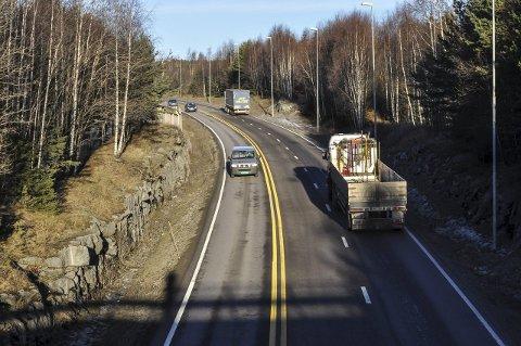 UTVIDER TIL JAREN: Sp har sagt at de vil bygge ut riksvei 4 fra Gjøvik til Jaren. Nå følger Frp det opp - rett før vedtaket skal fattes i Stortinget.