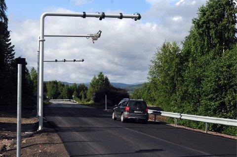 FJERNES: Bommen på fylkesvei 34 fjernes som følge av budsjettenighet mellom Frp og regjeringspartiene.