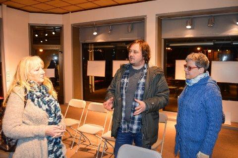 ENGASJERT GJENG: Denne trioen; Liv Anne fossbråten, Morten Berger og Ingrid Margrete Davidsen snakket alle varmt for at man må få liv i Halden Arbeidersamfund igjen.