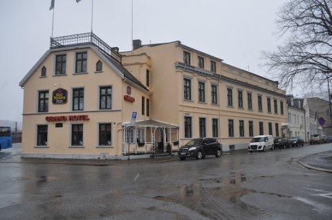 Grand Hotell-bygget skal selges.