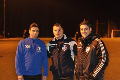 LEDER NY KLUBB: Hovedtrener Florim Gashi (fv), klubbleder Arif Muaremi og spillende hjelpetrener Arsim Berisha er stolte over å ha startet Fredrikshald Fotballklubb.