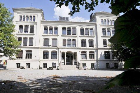 VIL BEHOLDE: 27 organiserte lærere på Rødsberg ungdomsskole vil at bygningen skal rehabilliteres.