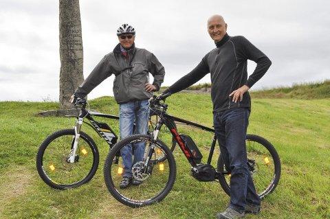 ENTUSIASTISKE: Dag Sæther (til venstre) og Thor Fagereng har stor tro på at elsykkelen vil bli det nye store innen sykkel.