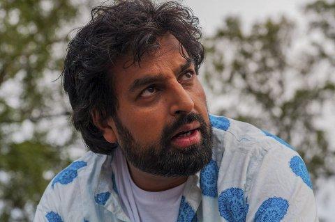 INNTAR BRYGGERHUSET: Stand-up-komiker Zahid Ali holder et tredje show på Bryggerhuset. Her avbildet da han gjestet Allsang på Grensen som programleder i 2015.