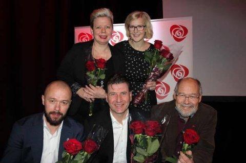 APS KANDIDATER: Dette er de fem øverste på listen til Østfold Arbeiderparti. Bak f.v: Siv Henriette Jacobsen (4) og Elise Bjørnebekk-Waagen (2). Foran f.v.: Arve Sigmundstad (5), Stein Erik Lauvås (1) og Svein Roald Hansen (3).