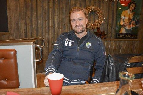 En siste kaffekopp: Glenn Ståhl har hatt sin siste økt i Halden. Han beskriver tiden i Halden som to flotte år han ikke ville vært foruten. Nå går ferden videre til svenske Ljungskile.foto: Kristian Bjørneby