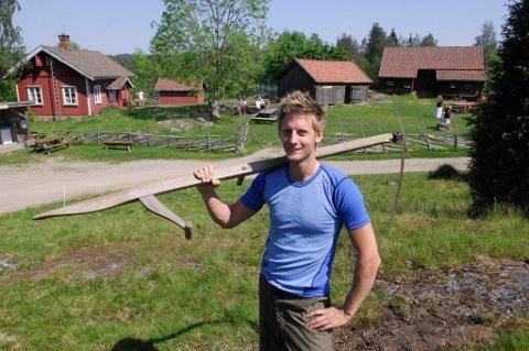Neste utgave av farmen skal etter alt å dømme spilles inn på Kornsjø. Her er programleder Gaute Grøtta Grav på Bøensæter, den gangen farmen ble spilt inn i Aremark.