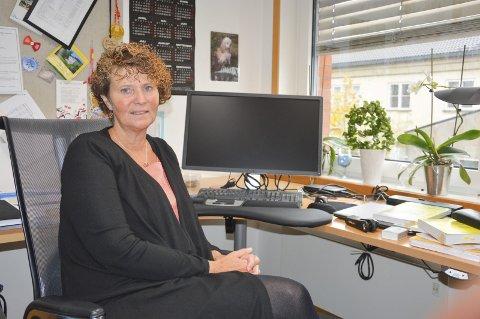 KOMMUNALSJEFEN BETRYGGER: Else-Grethe Mathisen ser ikke de to siste oppsigelsene i sammenheng med det tøffe året Halden-skolen står overfor.Arkivfoto