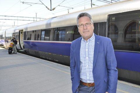 AVSPORING: Harald Kynningsrud mener thor Edquist og de andre ordførerne i Østfold har sporet av i jernbanedebatten og at de ikke evner å se inn i framtida.