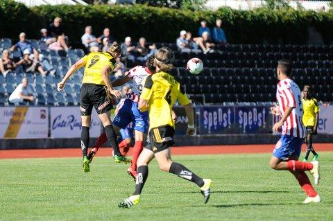 Almir Taletovic og de andre Kvik-spillerne tapte stort sett alt av dueller og andreballer mot Bærum.