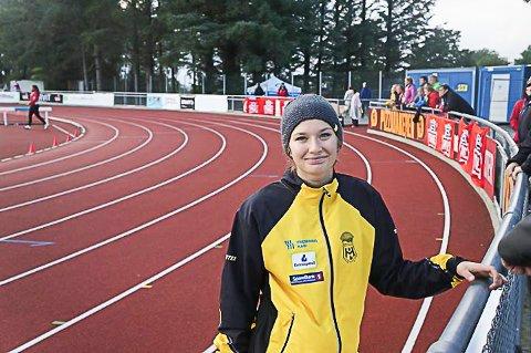 Josefine Elders vant UM-sølv i slegge J18-19 år.