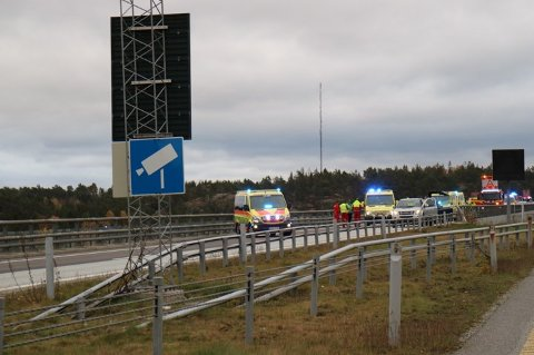 ULYKKE: Fem biler er involvert i en ulykke på Svinesundbrua.