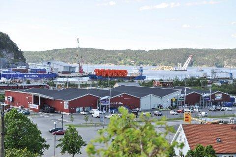NYTT HANDELSSENTRUM: På Høvleriet har store kjeder etablert seg ikke langt unna Tista senter. Her ligger Haldens nye handelssentrum.