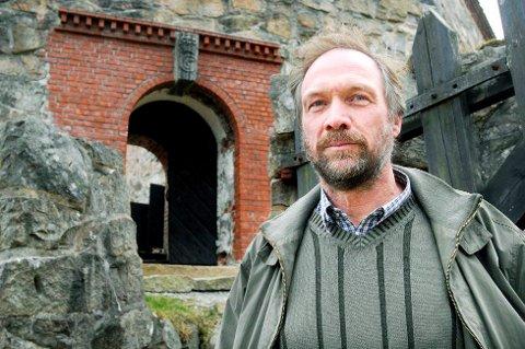 FREDRIKSTEN FESTNING: Festningsforvalter Morten Kjølbo forteller at festningen ikke har kapasitet til store arrangementer, som ambisjonene til Tons of Rock.