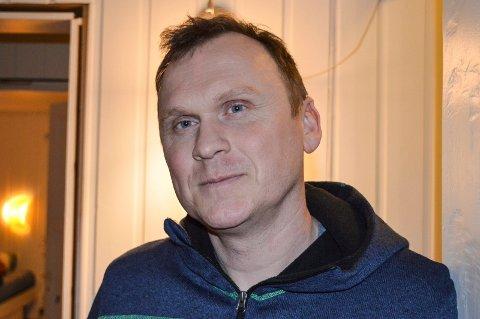 FLYREISA ER BESTILT: Christer Sanne har bestilt flybilletter til seg selv og stesønnen.