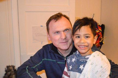 KJEMPER: Christer Sanne har ikke gitt opp kampen. Her ser vi ham sammen med stesønnen Anthon, som han har delt foreldrerett til.