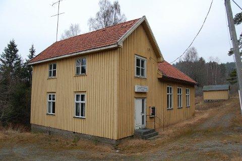 BILLIG HUS: På Ende i Enningdalen står det gamle menighetsshuset som nylig ble solgt for 330.000 kroner, 30.000 kroner over takst. 15 personer var på visning før påske.