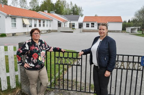 OPPGITT: - Vi er oppgitt over manglende forutsigbarhet, og at vi ikke få noe svar fra Halden kommune, sier Marianne Hagen (til h.) og Anette Nybøle i FAU ved Prestebakke skole.