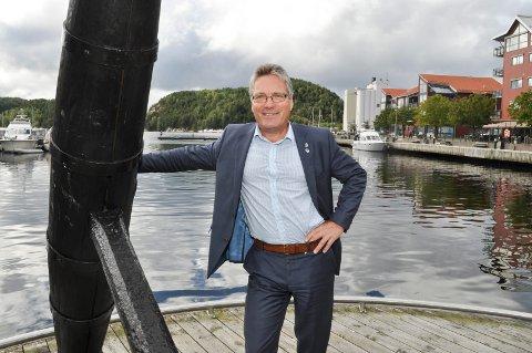 ER ROLIG: Ordfører Thor Edquist velger å ta flaggstuntet som en ungdommelig greie. Arkiv.
